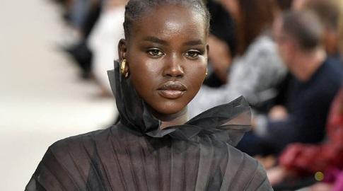 De refugiada a modelo