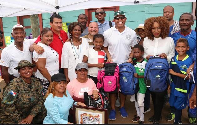 Mariano Rivera entrega útiles escolares y  prevé hacer un trabajo fuerte en Darién