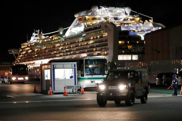 Mueren dos pasajeros del Diamond Princess por coronavirus luego de haber finalizado la cuarentena