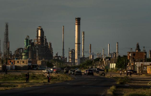 Venezuela cede el control de su petróleo