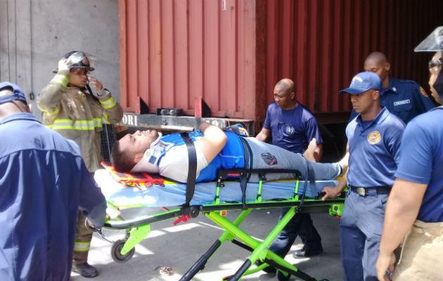 Socorristas atendieron al trabajador accidentado. Foto: Diómedes Sánchez