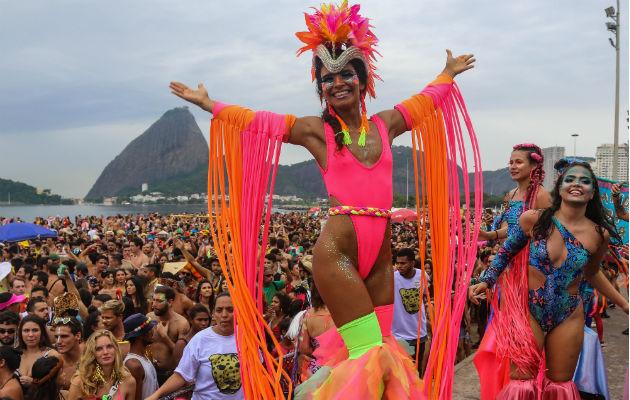 Integrantes de la escuela de samba del Grupo Especial Mancha Verde en Sao Paulo. Foto: EFE.