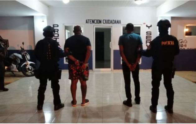 Policía Nacional detiene a tres personas que portaban droga y le incautan 15 mil dólares