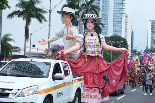 Domitila y Tiburcio: las caras del Carnaval capitalino