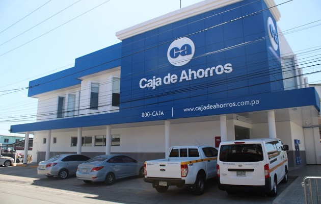 Caja de Ahorros implementa cajas para personas con discapacidad en Santiago Centro