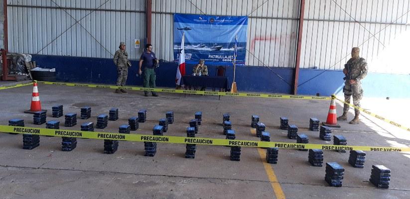 Colombianos tiran la droga al mar, pero no logran escapar de las autoridades