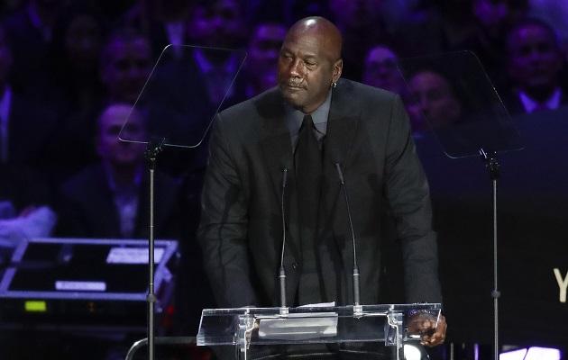Michael Jordan llora al recordar a Kobe Bryant: 'Un pedazo de mí murió con él'