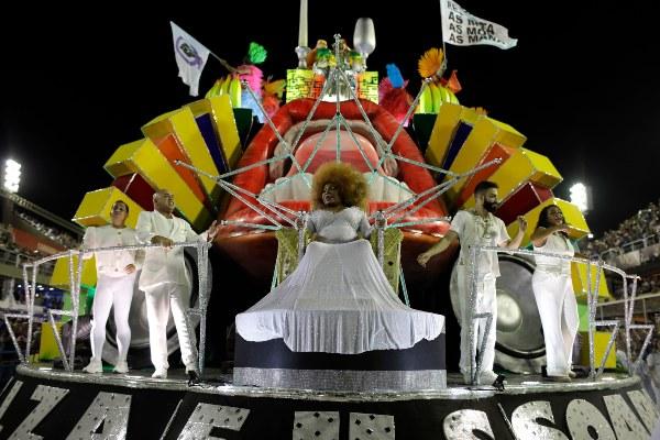 El Sambódromo baja el telón pero el Carnaval corre libre en todas las calles de Brasil