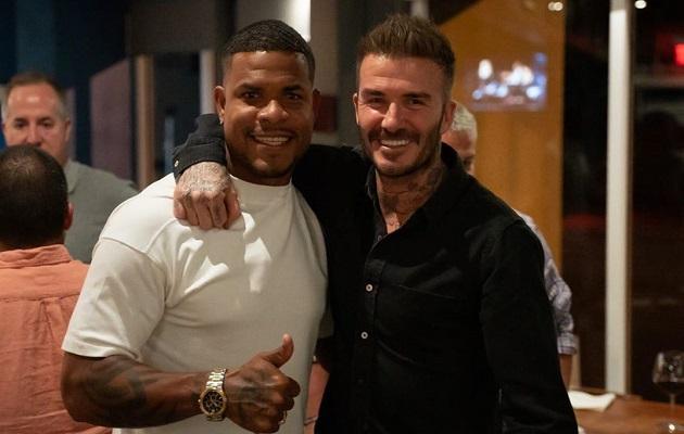Román Torres presume foto con David Beckham, su jefe en el Inter de Miami