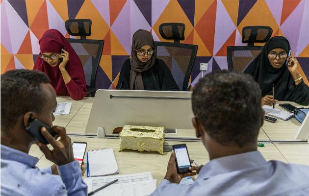 Voluntarios somalíes tratan de construir el futuro de su nación