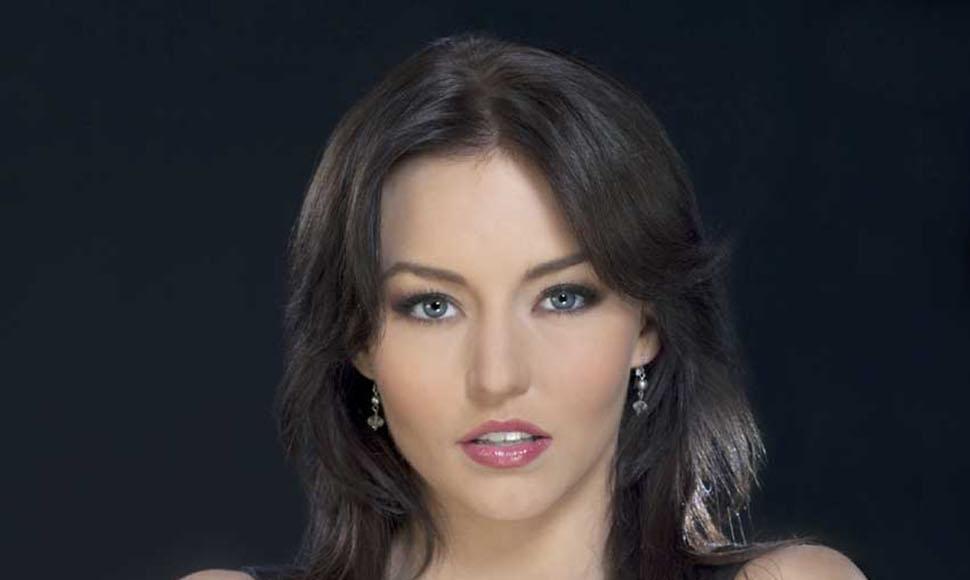 Desmiente embarazo de Angelique Boyer