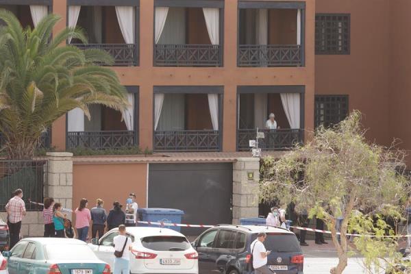 Permiten salir a 130 clientes de un hotel en Tenerife que estaban aislados por el coronavirus