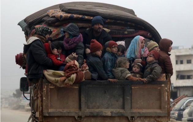Huyen 800 mil sirios, pero no tienen a dónde ir