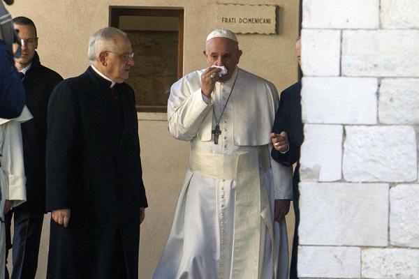 El papa Francisco está resfriado y se pierde los ejercicos espirituales