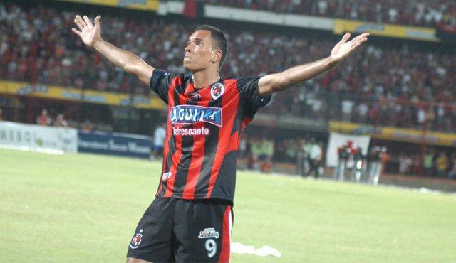 El coro para Blas Pérez por parte de la hinchada del Cúcuta : 'Panameño goleador'