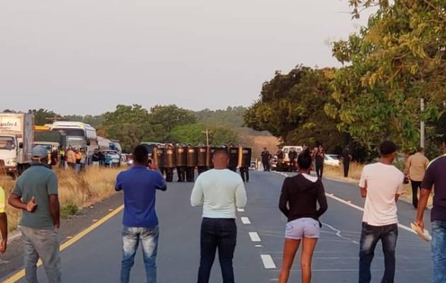 Enfrentamientos, tras cierre  de la  carretera Interamericana  a la altura de Antón
