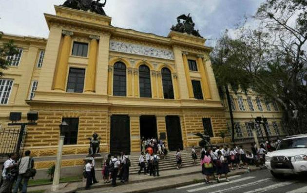 Piden separar del cargo a rectora del Instituto Nacional