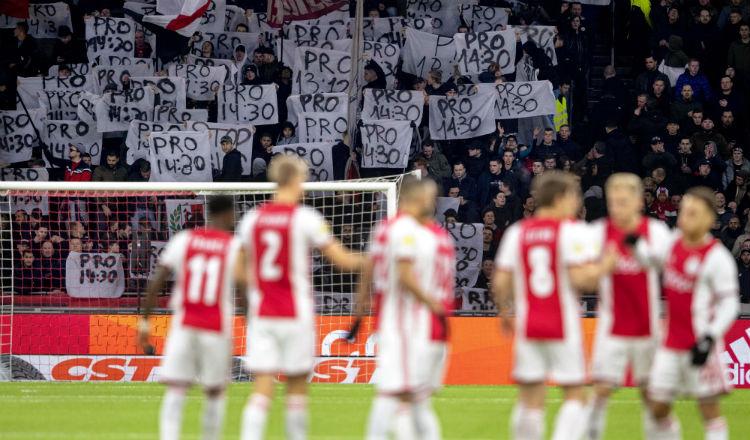 Ajax pone en cuarentena a miembros del equipo técnico por el coronavirus