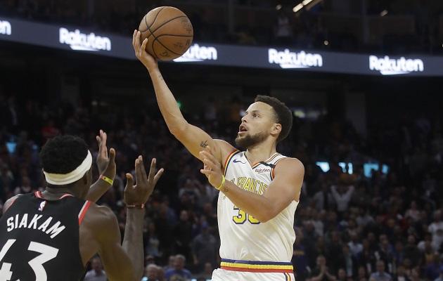 Stephen Curry se destaca en su regreso, pero los Warriors caen ante Toronto