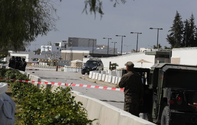 Alerta máxima en Túnez tras un ataque suicida que deja un muerto y cinco policías heridos