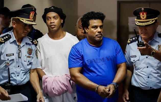 Abogado de Ronaldinho pedirá este lunes la  anulación de la medida de prisión preventiva