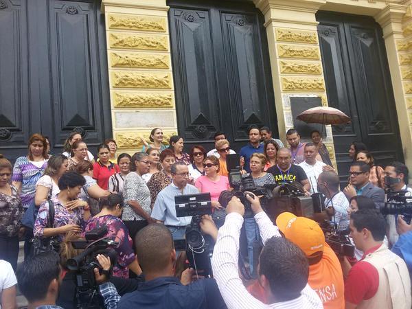 Docentes del Instituto Nacional decretan paro militante, exigen respuestas del Meduca