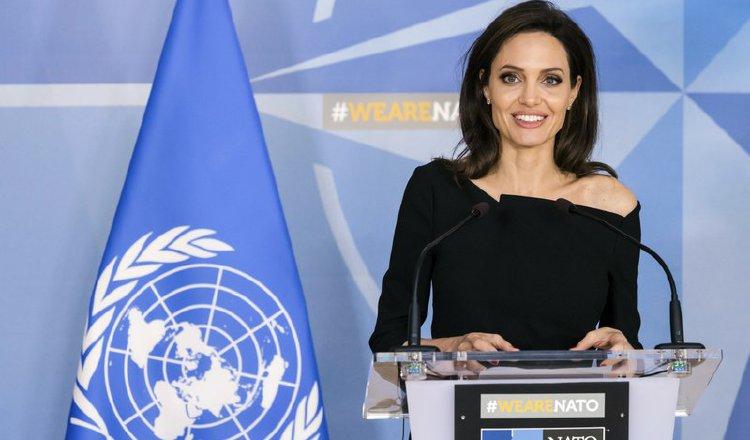 Angelina habla sobre las cirugías de sus hijas