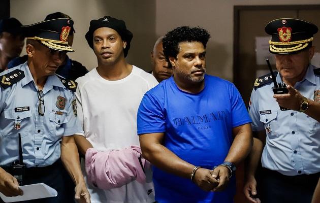 Ronaldinho apela medida de prisión preventiva en Paraguay por uso de pasaporte falso