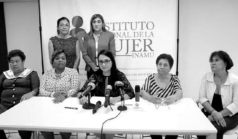 Las mujeres y su rol en apoyo al crecimiento económico