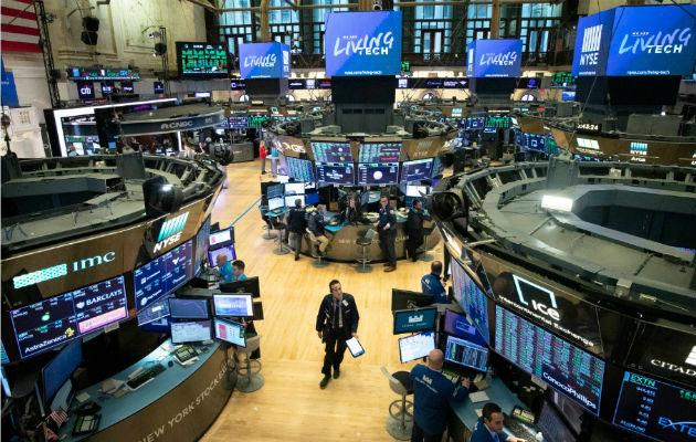 Wall Street se desploma en la apertura y se paralizan las operaciones