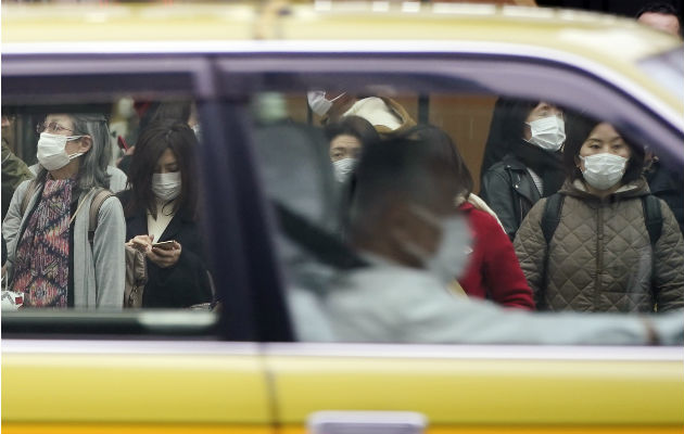 Negocios hacen planes para evitar la propagación del coronavirus. Una calle en Tokio. Foto / Eugene Hoshiko/Associated Press.