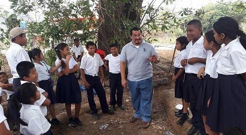 Un maestro de la narración oral, Carlos Fong, contará cuentos por Facebook e Instragram