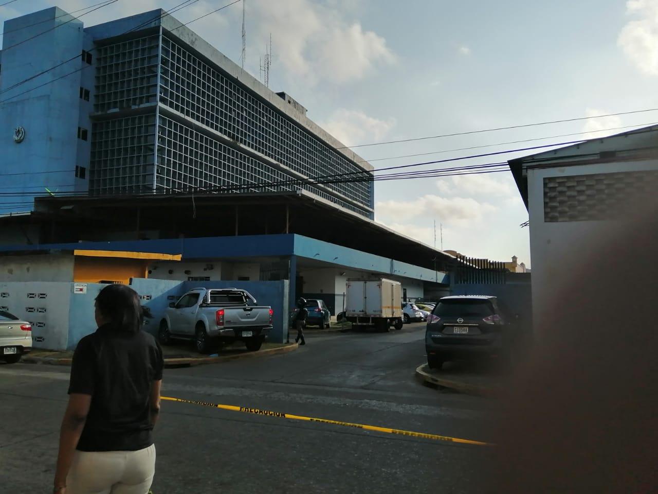 Hieren a  una persona en el estacionamiento del Hospital Manuel Amador Guerrero