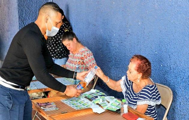 Coronavirus en Panamá: Aglomeración de adultos mayores comprando lotería es preocupante