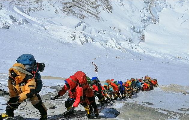 El Everest se ha convertido en un circo a 9 mil metros de altura