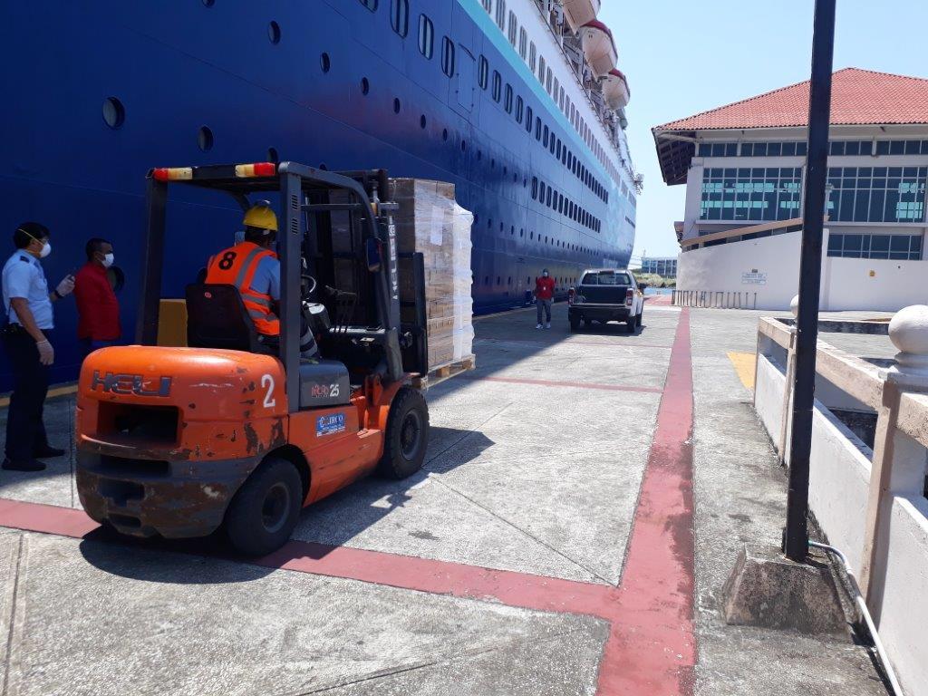 Línea de cruceros dona alimentos para apoyar a los albergues, hogares y comedores de Colón