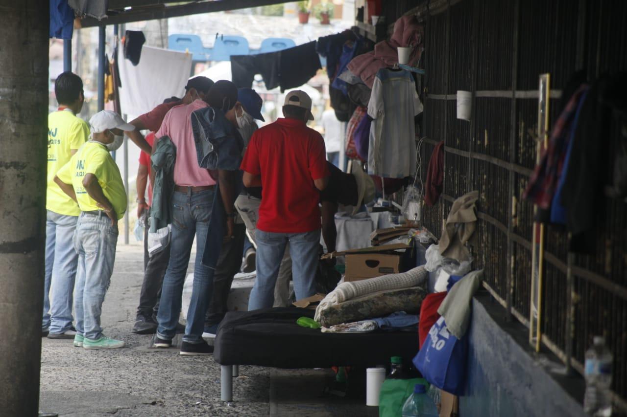 Taxistas, agentes de seguridad y vendedores quedan sin techo; son las otras víctimas del COVID-19
