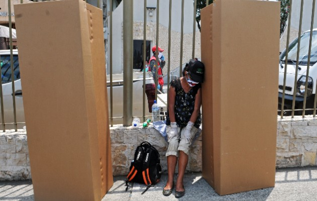 Calamidad en Ecuador: ataúdes improvisados y cuerpos abandonados a causa del coronavirus