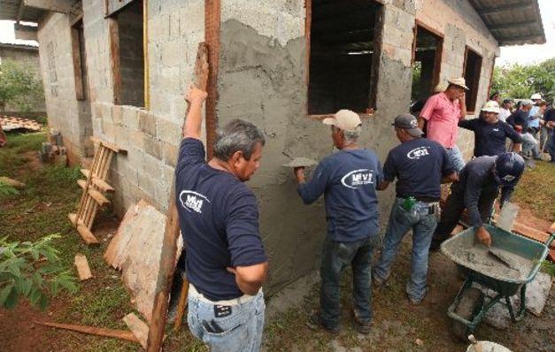 Funcionarios del MIVIOT en el 'ojo de la tormenta' por aceptar bonos del plan Panamá Solidario
