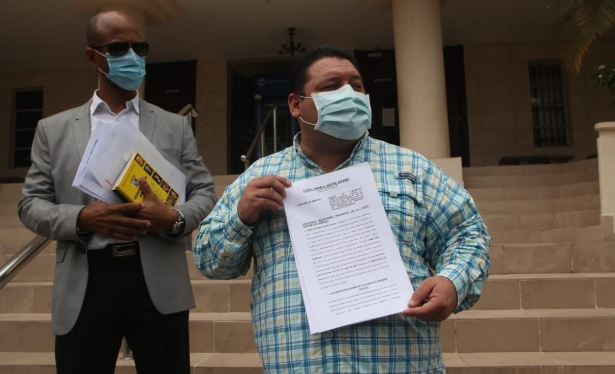 Alcalde de Santiago presenta amparo de garantías constitucionales contra decreto que levanta la Ley Seca
