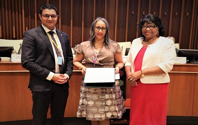 Doctora panameña pionera en el control del tabaco es galardonada con el Premio OPS