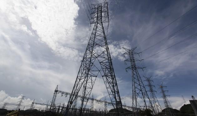 Pandemia frena comercio y tumba precios de la electricidad en Centroamérica