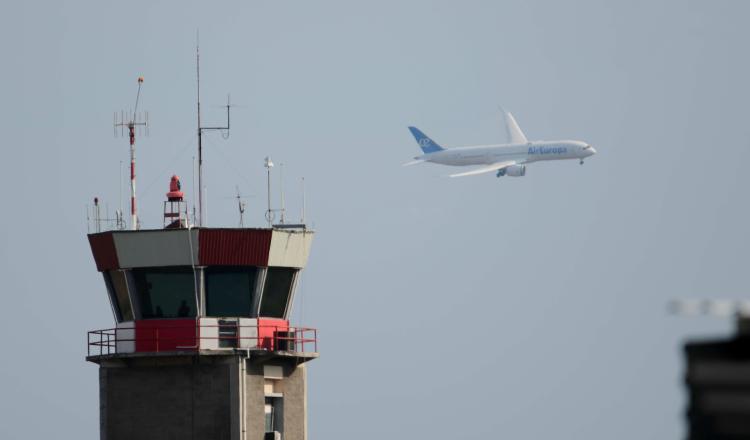 La aerolínea explica que se ha acogido a la ley 11 de bancarrota, una semana después de haberse desvinculado de 1.400 trabajadores. EFE