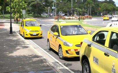 Taxistas no podrán circular mañana domingo por toque de queda