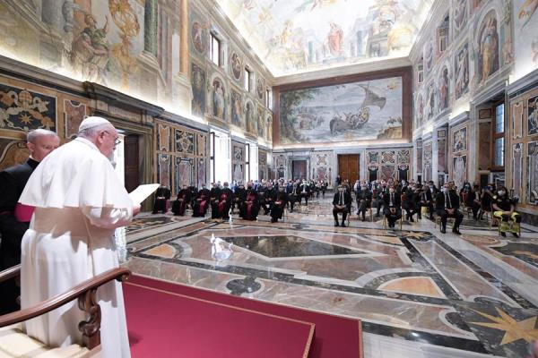 El papa elogia al personal sanitario y los denomina 'ángeles' para los enfermos