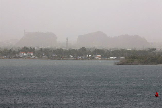 La isla de Antigua es en estos momentos una de las áreas más afectadas por la nube, lo que provocó problemas de visibilidad en las cercanías del aeropuerto internacional V.C. Bird.