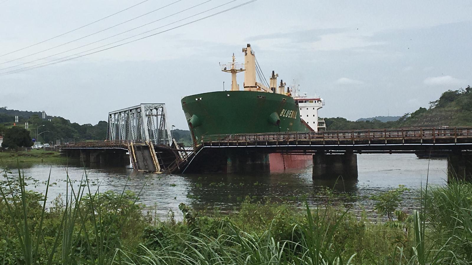 ACP aclara que choque de buque en el puente sobre el ferrocarril en Gamboa no afecta funcionamiento del Canal