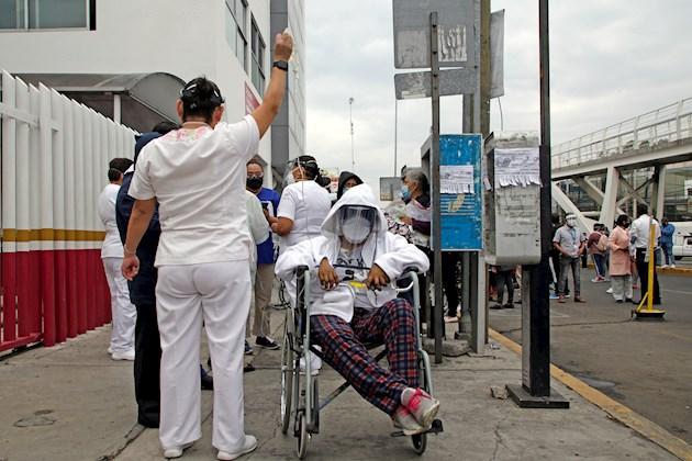 El miedo se apodera de médicos y enfermos de COVID-19 durante el sismo en México