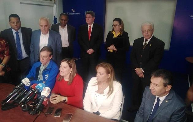 Salida de Rosario Turner del Minsa tomó por sorpresa a miembros del comité asesor contra el coronavirus