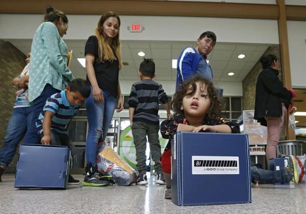 Activistas piden a EE.UU. que no separe a las familias tras la orden de un juez de liberar a menores